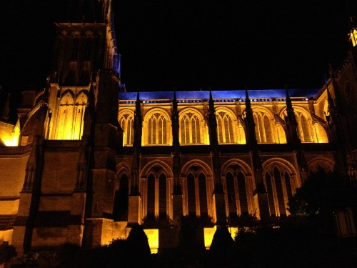 Kathedralein Sées bei Nacht
